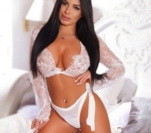Rajah escorts service in Nipomo